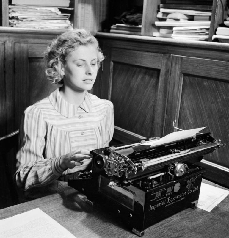 Iris_Joyce_at_work_on_her_typewriter_in_an_office_prior_to_joining_the_Women's_Land_Army_in_1942._D8792