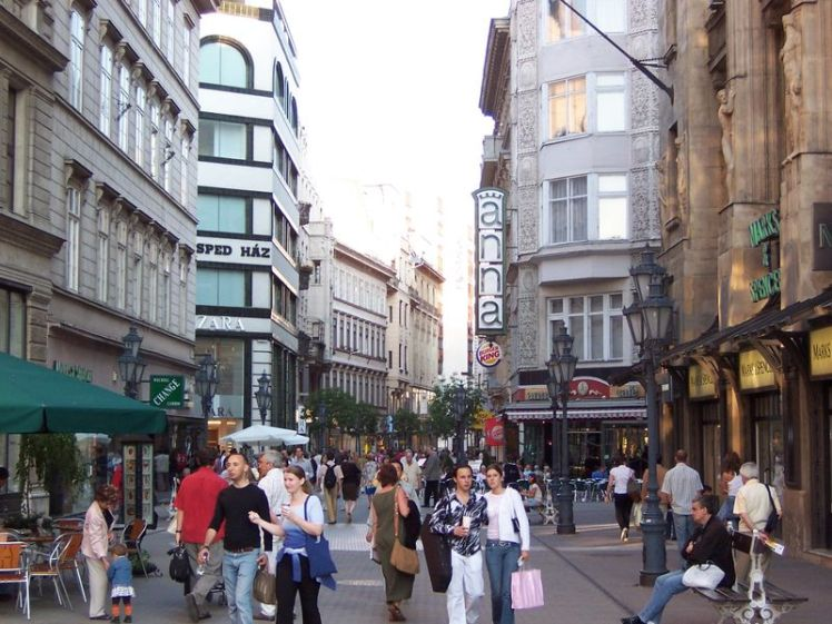 800px-budapest_vaci_utca