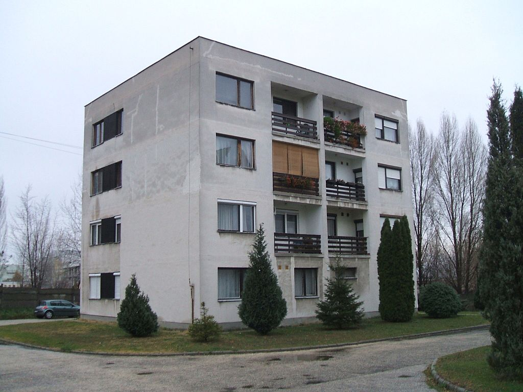 1024px-Dorog-housing_estate