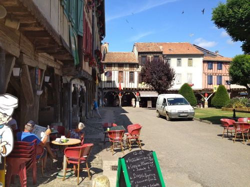 1024px-Mirepoix_square_in_summer