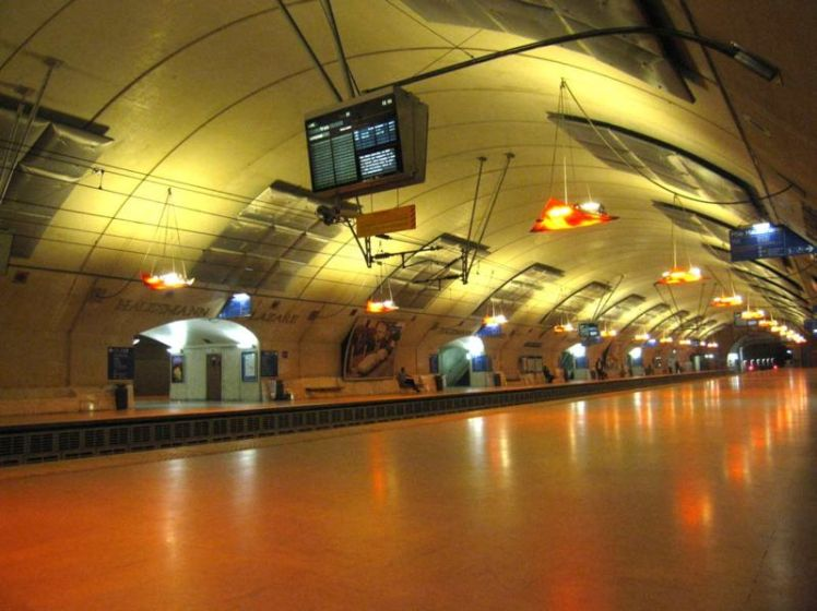 799px-rer-paris-station-haussman