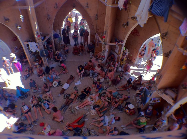 1280px-Burning_Man_2011_Victor_Grigas_inside_the_temple_IMG_4670