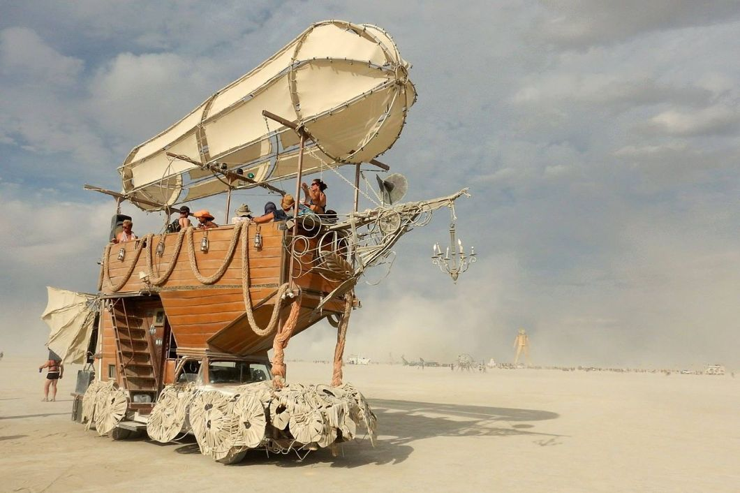 Airpusher_Art_Car_at_Burning_Man