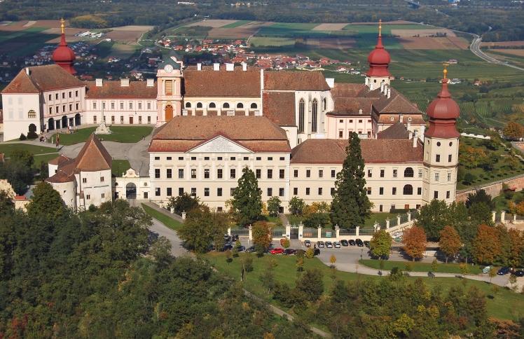 Benediktinerstift_Göttweig,_Luftbild_2