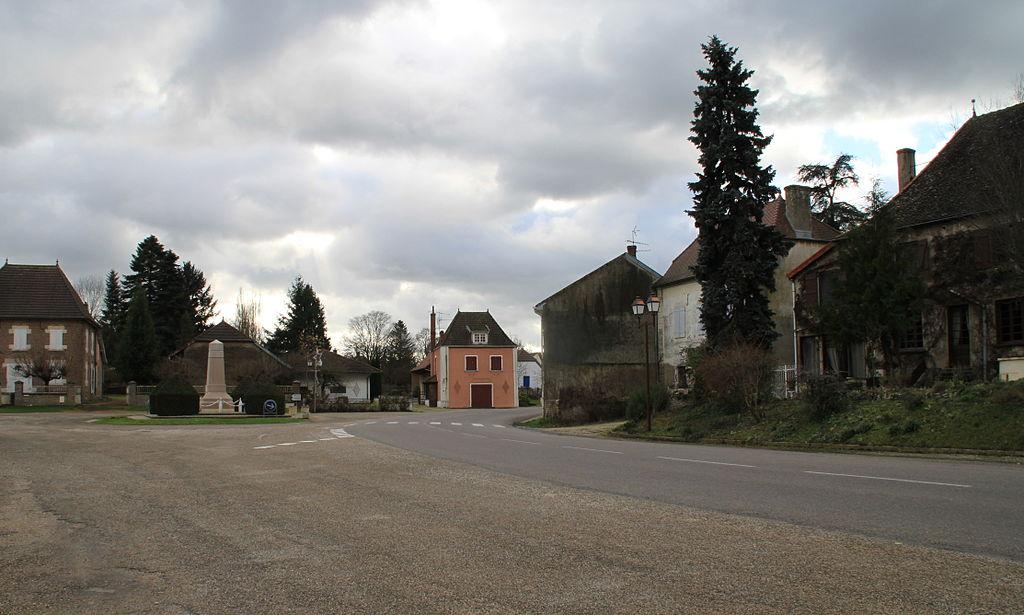 1024px-la_chapelle-saint-sauveur_bourg