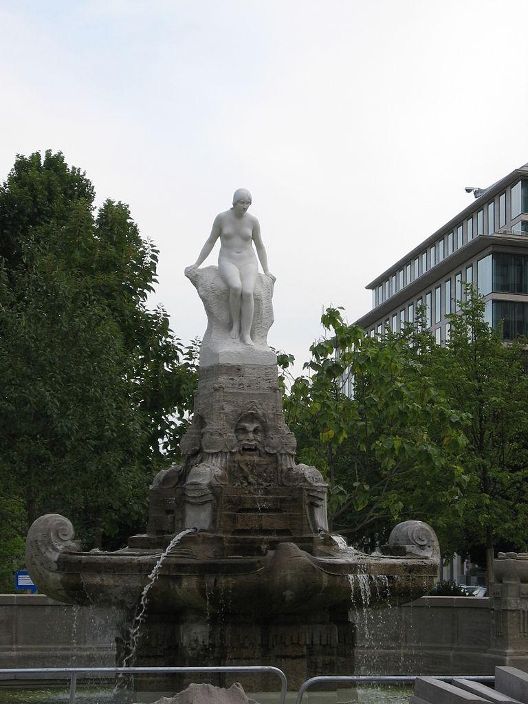 768px-mc3a4rchenbrunnen2c_frankfurt