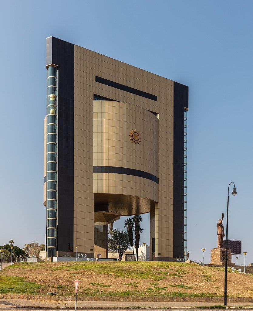 834px-museo_de_la_independencia2c_windhoek2c_namibia2c_2018-08-042c_dd_07