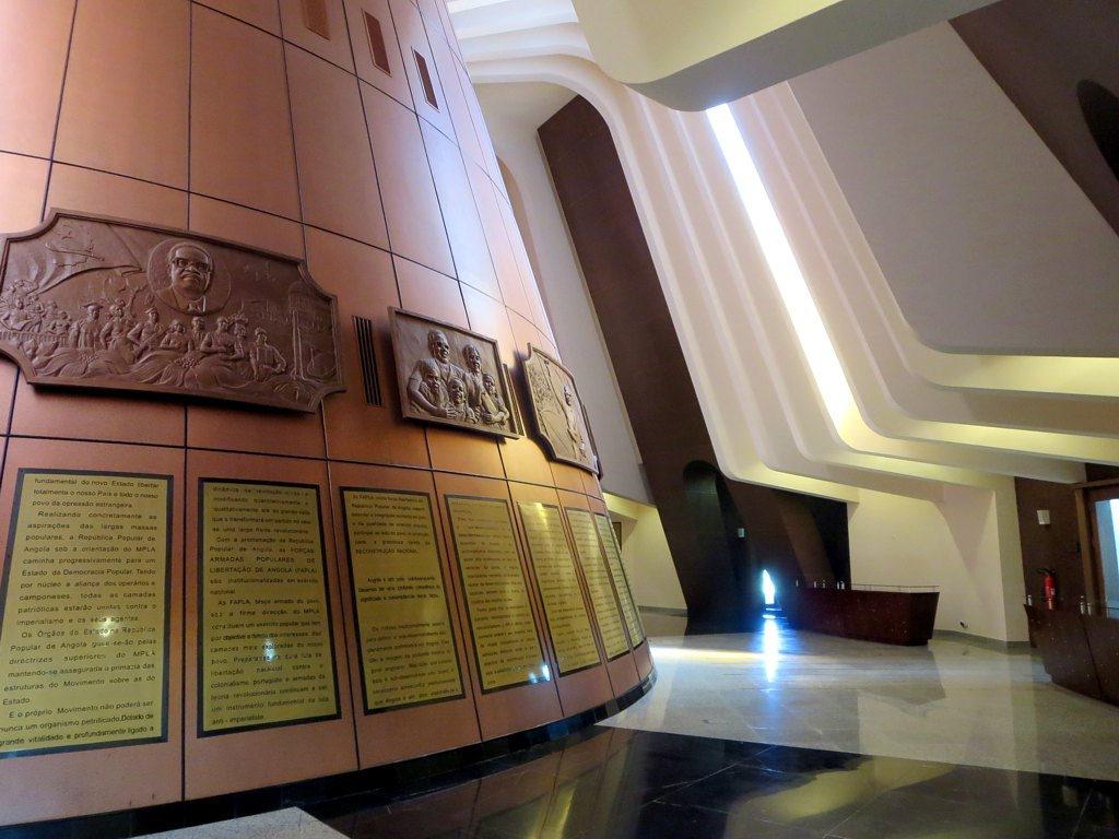 mausoleu_de_agostinho_neto_281945566396329