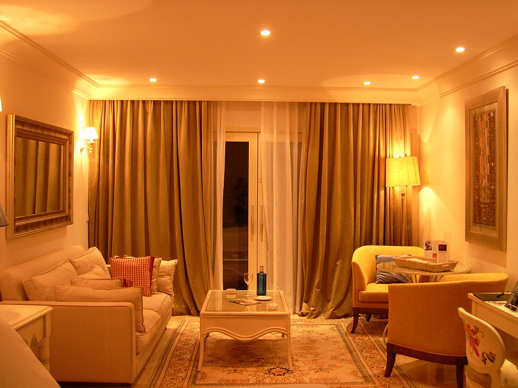 1024px-hotel_suite_-_living_room_1