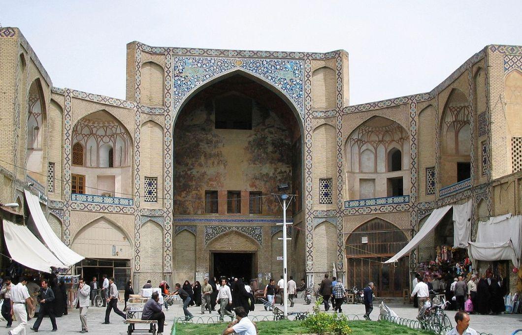 1280px-esfahan_bazaar_entrance