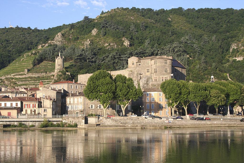 1024px-chateau_tournon-6