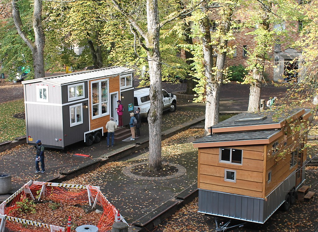1024px-tiny_houses_on_display_in_portland2c_or