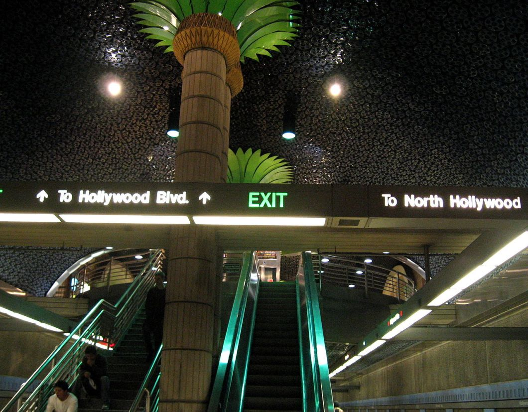 1280px-hollywood_and_vine_station
