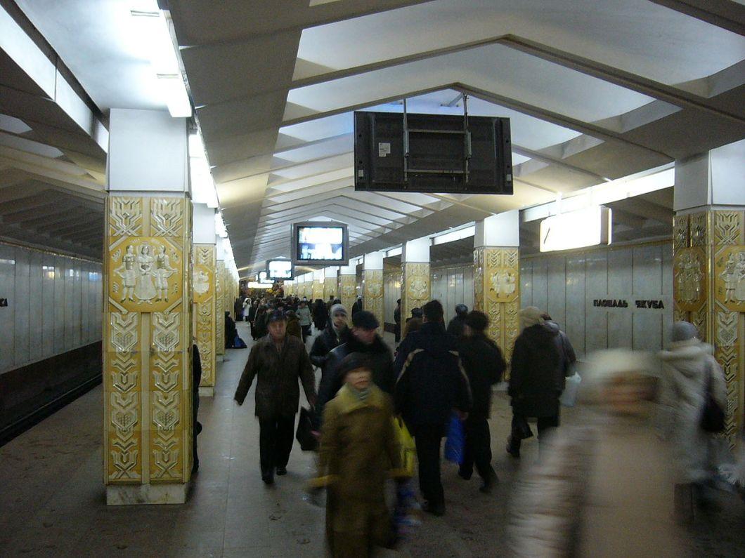 1280px-minsk_metro_ploshad_yakuba_kolasa