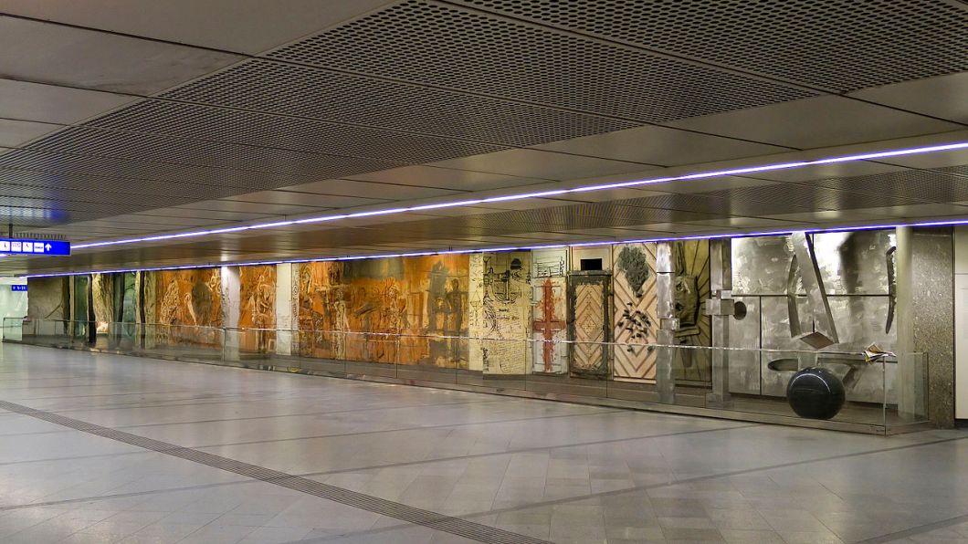 1280px-u3_westbahnhof_kunst_installation_b