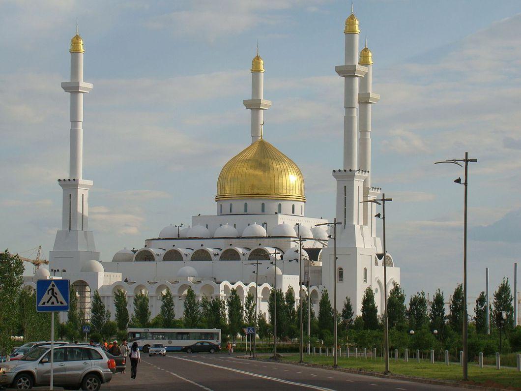 1280px-nur_astana_mosque
