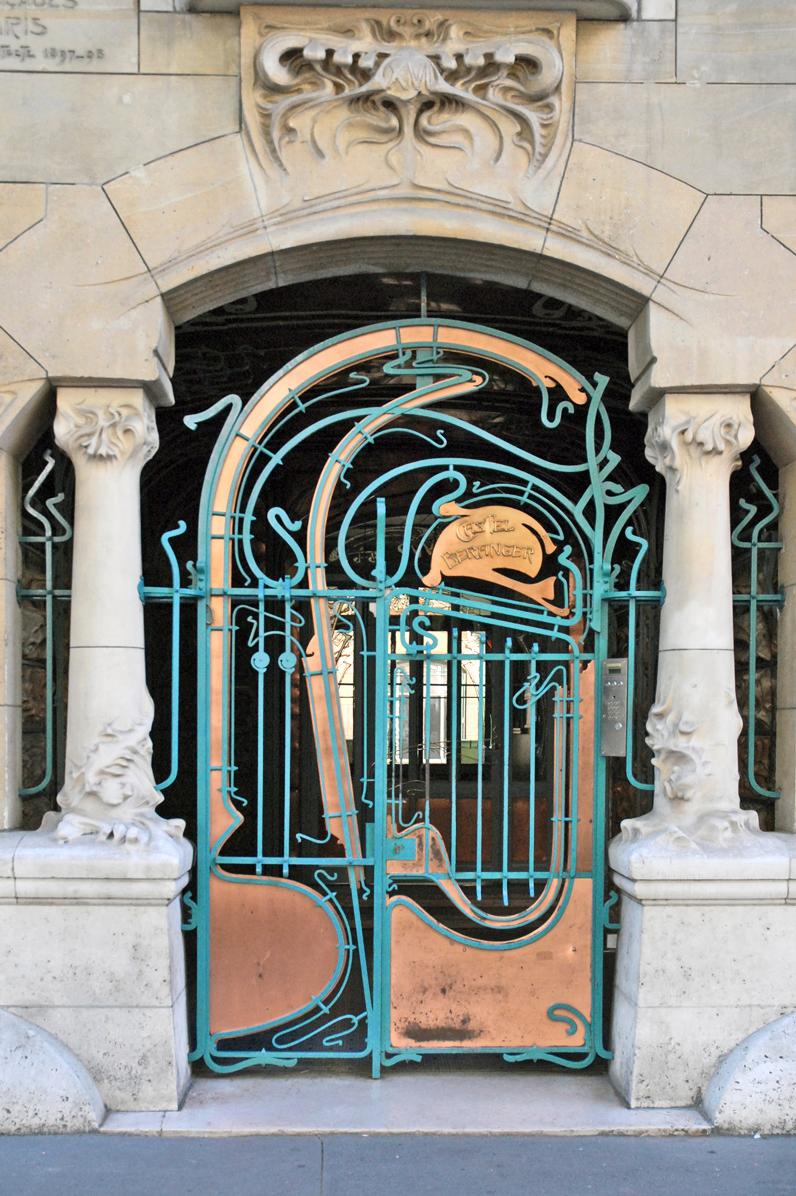 le_portail_d27entrc3a9e_du_castel_bc3a9ranger_par_hector_guimard2c_paris_2010