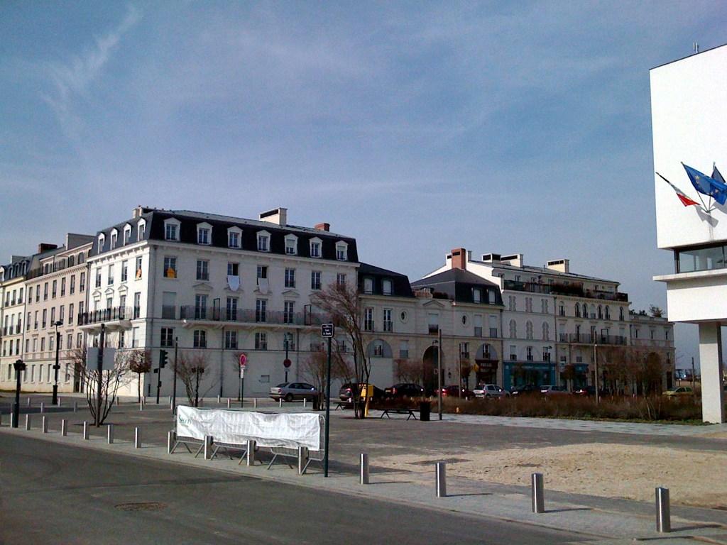 place_de_l27hotel_de_ville_de_serris