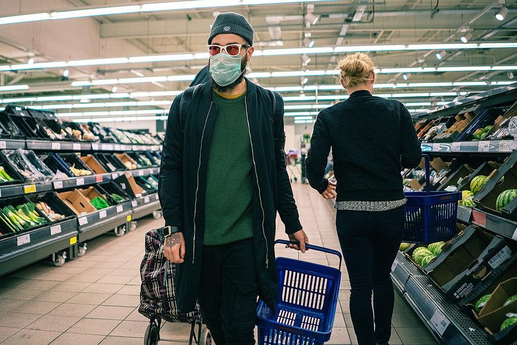1024px-coronavirus_covid-19_face_mask_in_supermarket