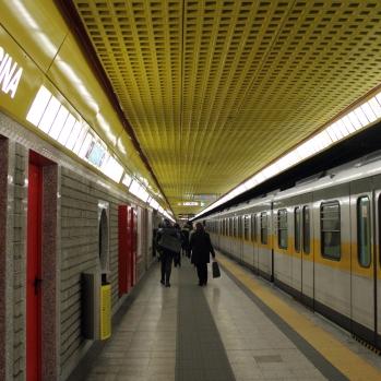 Comasina_metro_station_(Milan_metro)_-_linea_3